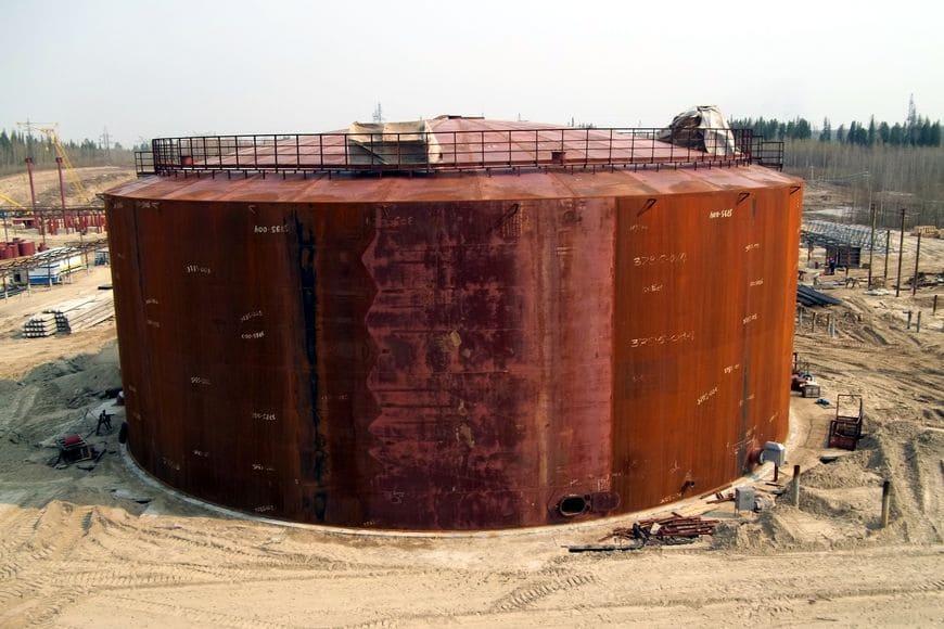 Фото 1. Монтаж резервуара РВС-10000 м3 по проекту 48-3795-1КМ на ПСП нефти ООО «РН-Юганскнефтегаз» в районе ЛПДС «Южный Балык»